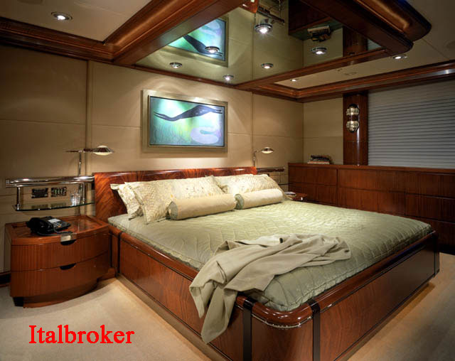 Master-Stateroom-1st-ViewDE