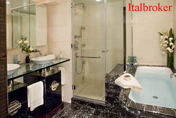 Owners-BathroomMCC147-2