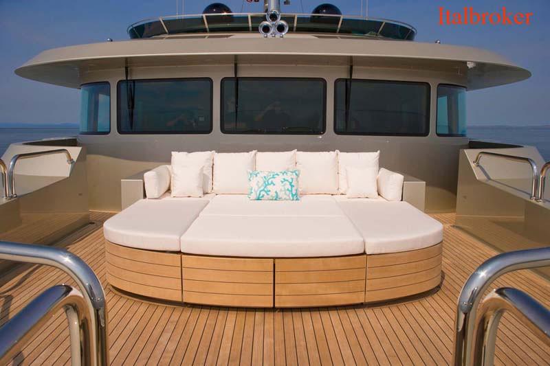 7.-Odessa-Bow-Lounge-2
