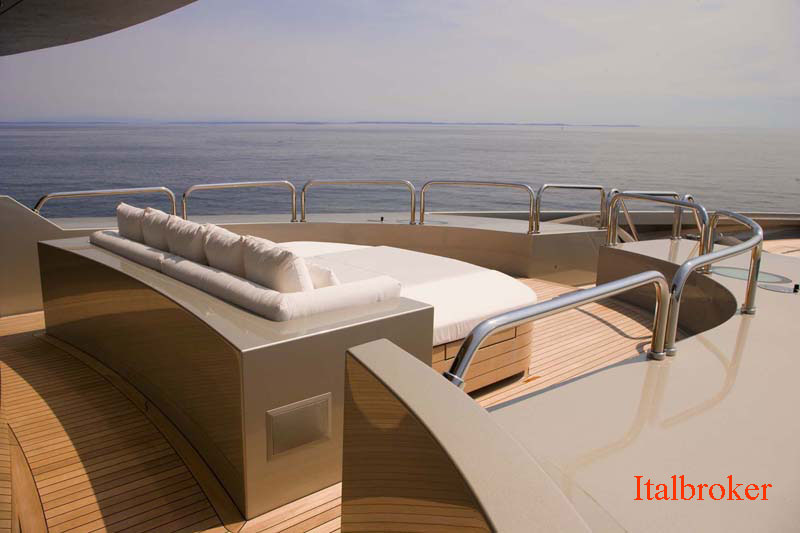 9.-Odessa-Bow-Lounge-Forwar